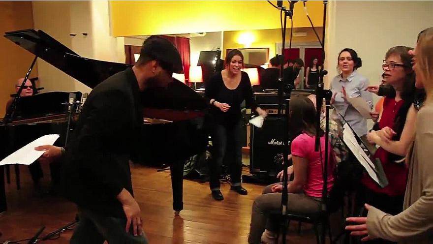 'Les Choeurs Legers' : Troupe d'artistes handicapés et valides avec  Zaz et Kerredine Soltani interprêtent 'Je Veux' @Zaz_Official @kerredine